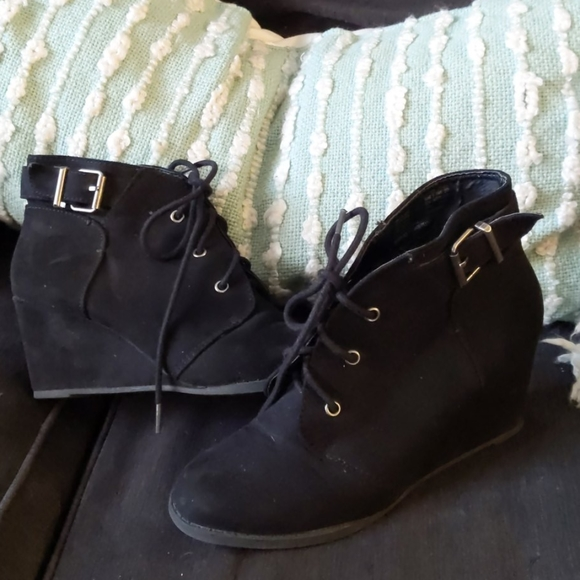 SO Shoes - Wedge booties